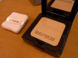 laura_mercier_foundation_powder_0012.JPG
